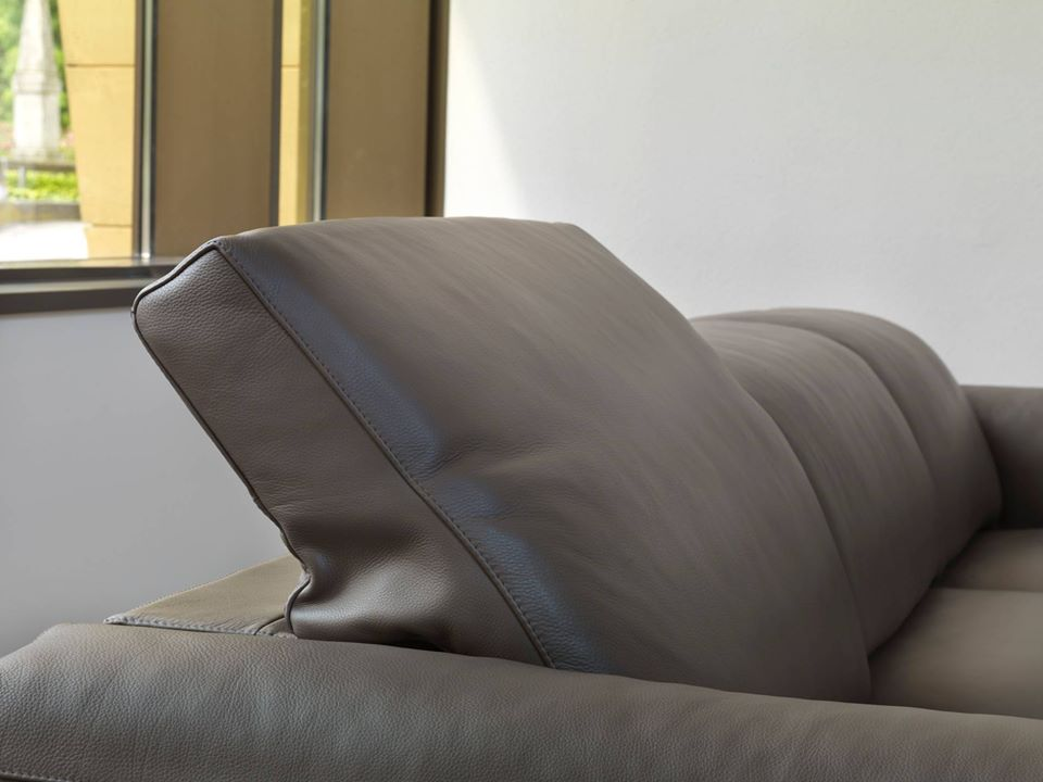 Sofa da Ý vô cùng bền vững, lớp da sẽ luôn bóng đẹp nếu thường xuyên được bảo dưỡng đúng cách.
